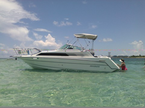 1990 Rinker 250 Fiesta Vee 28′ Cruiser Boat for sale