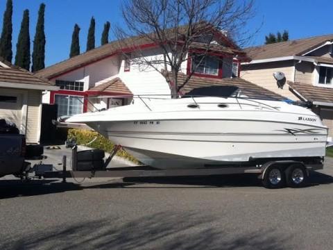 1999 Larson 254 Cabrio Cabin Cruiser Freshwater Boat for sale