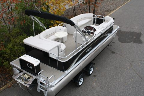 VERY NICE 2017 Tahoe Grand Island 23 GT Cruise for sale