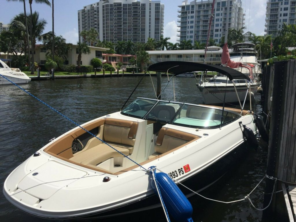 2014 Sea Ray 240 sundeck 395 hours